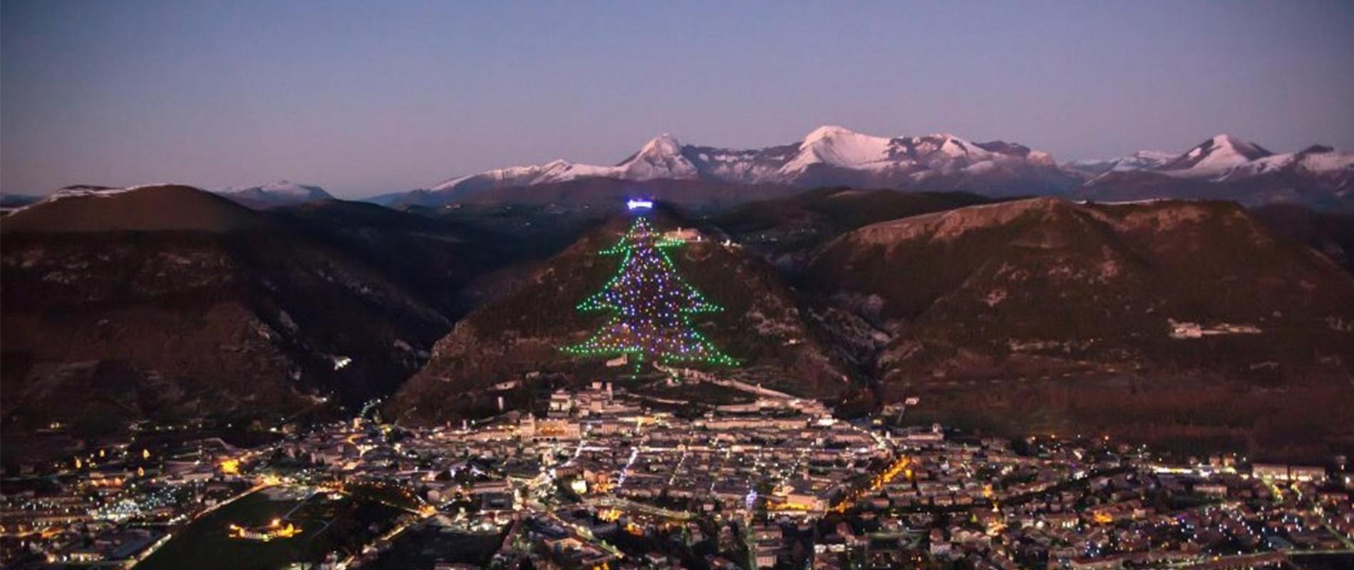 Albero Di Natale Gubbio.Mybestplace L Albero Di Gubbio L Albero Di Natale Piu Grande Del