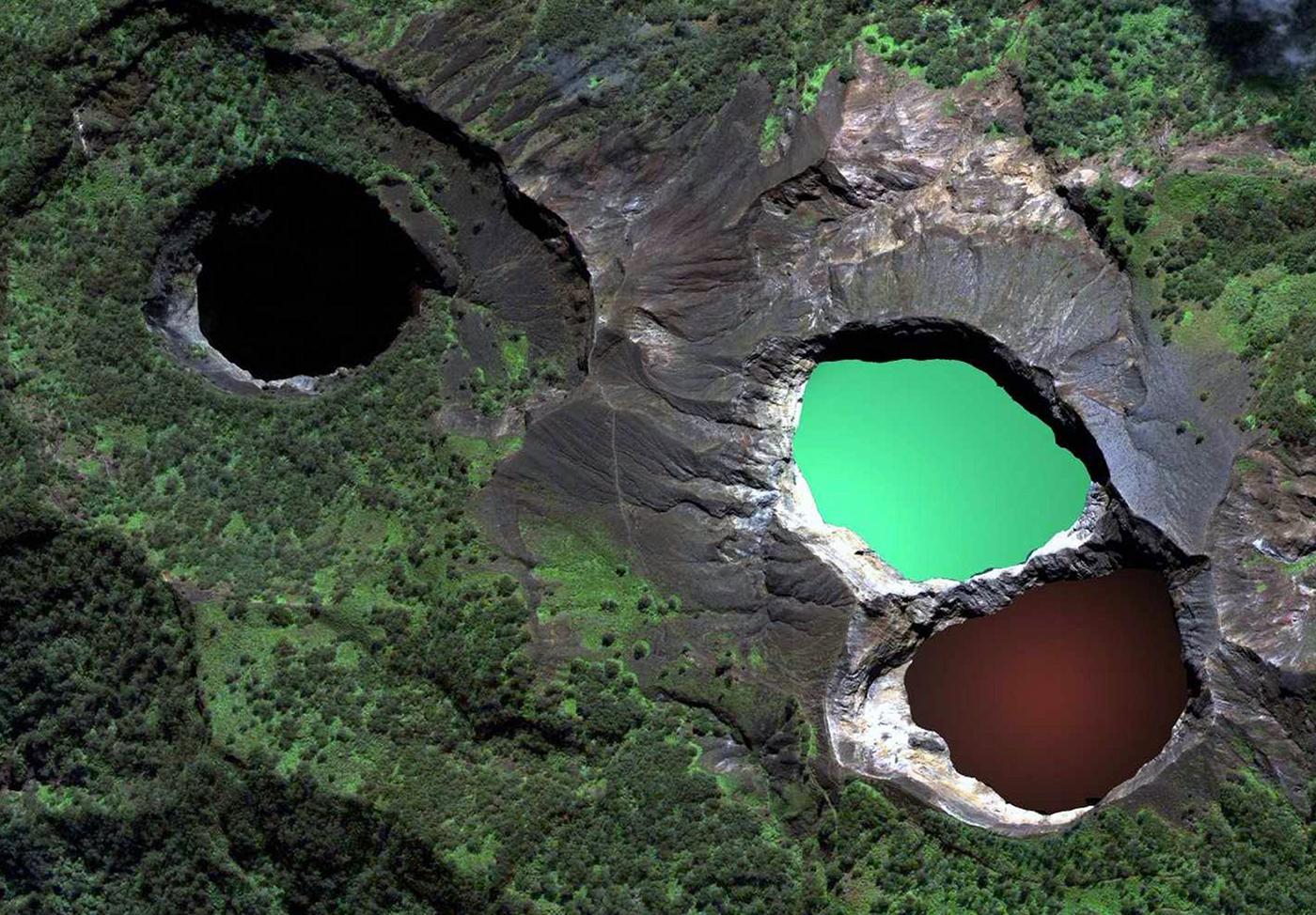 Kelimutu-Lake-Indonesia-1