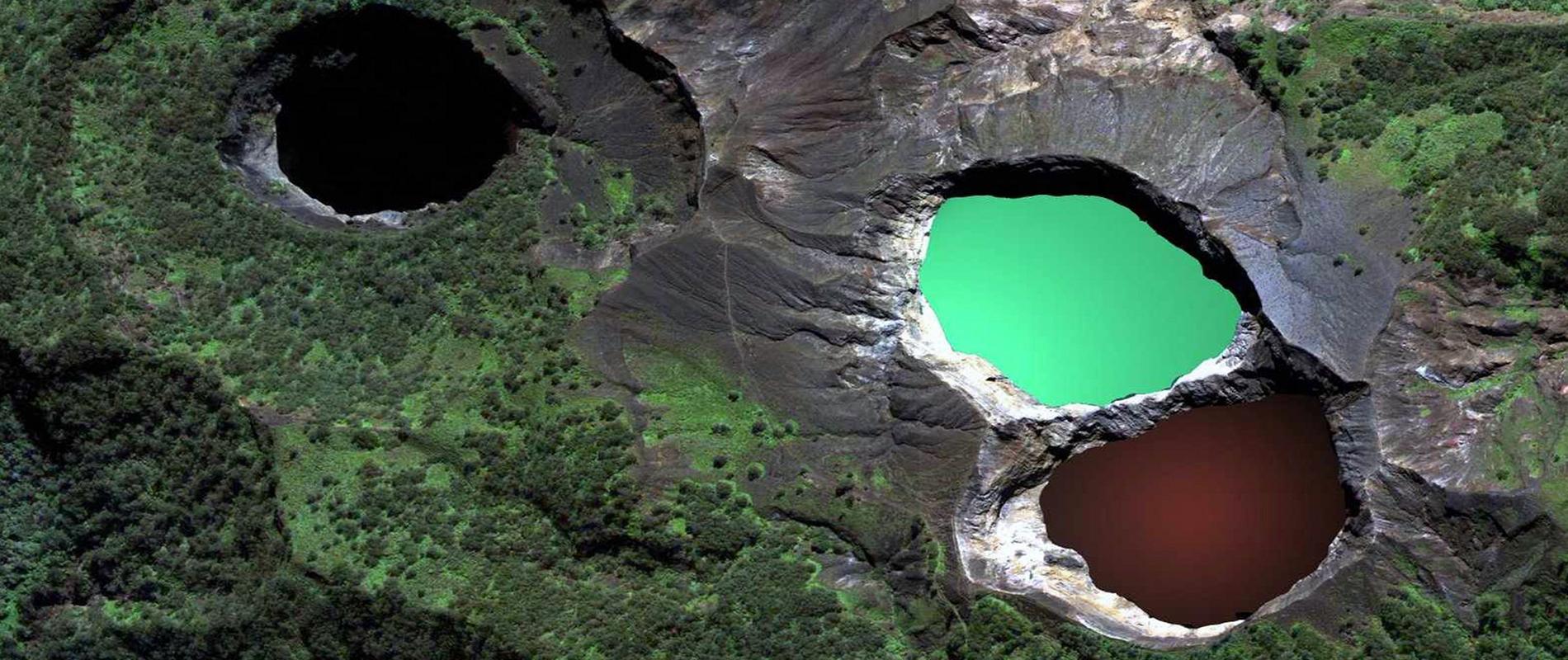 Kelimutu, il monte con i laghi che cambiano colore