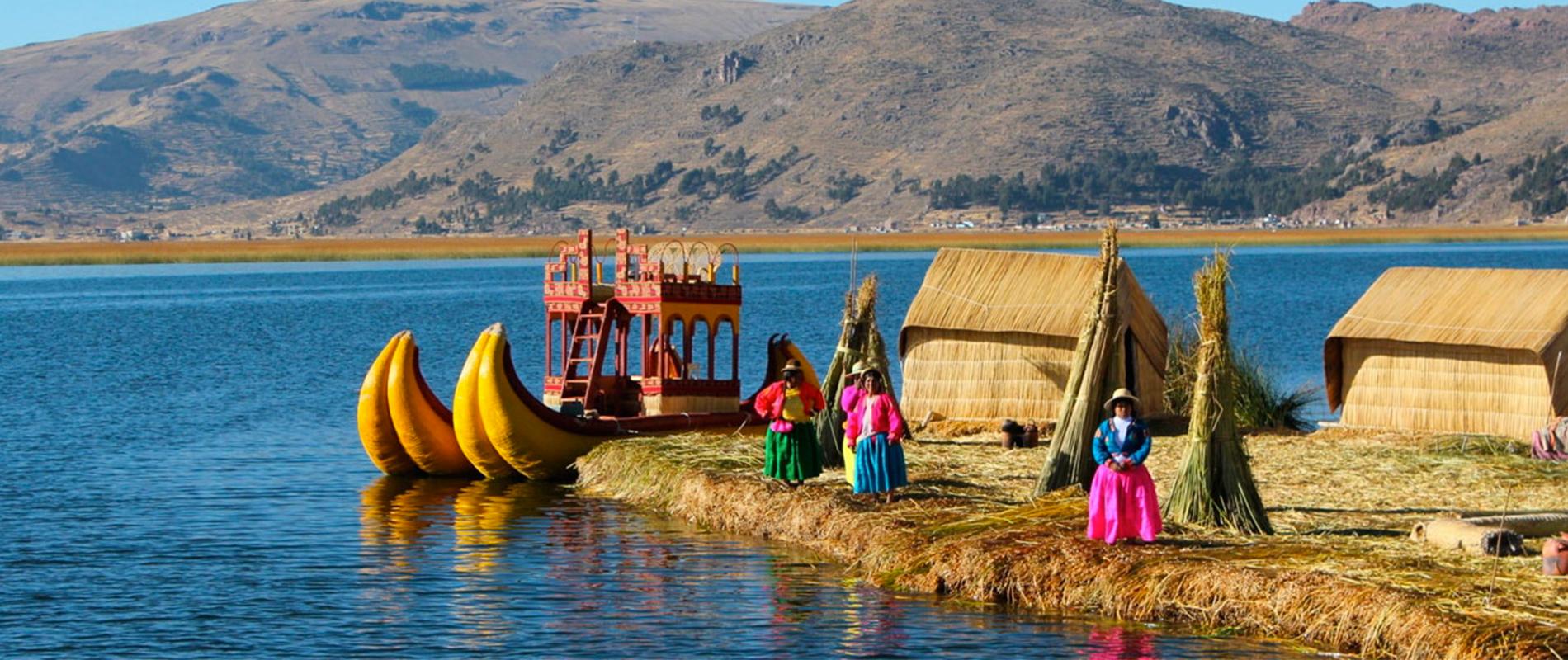 Il Lago Titicaca, le piccole isole galleggianti abitate dalla tribù degli Uros