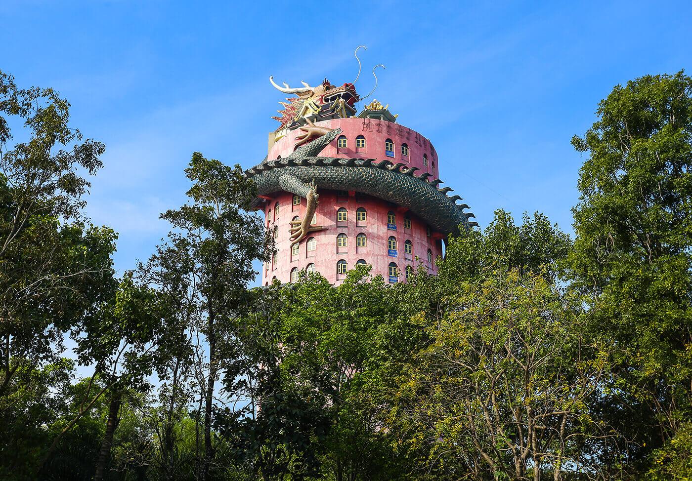 Giant-Dragon-Temple-Wat-Samphran-Thailandia
