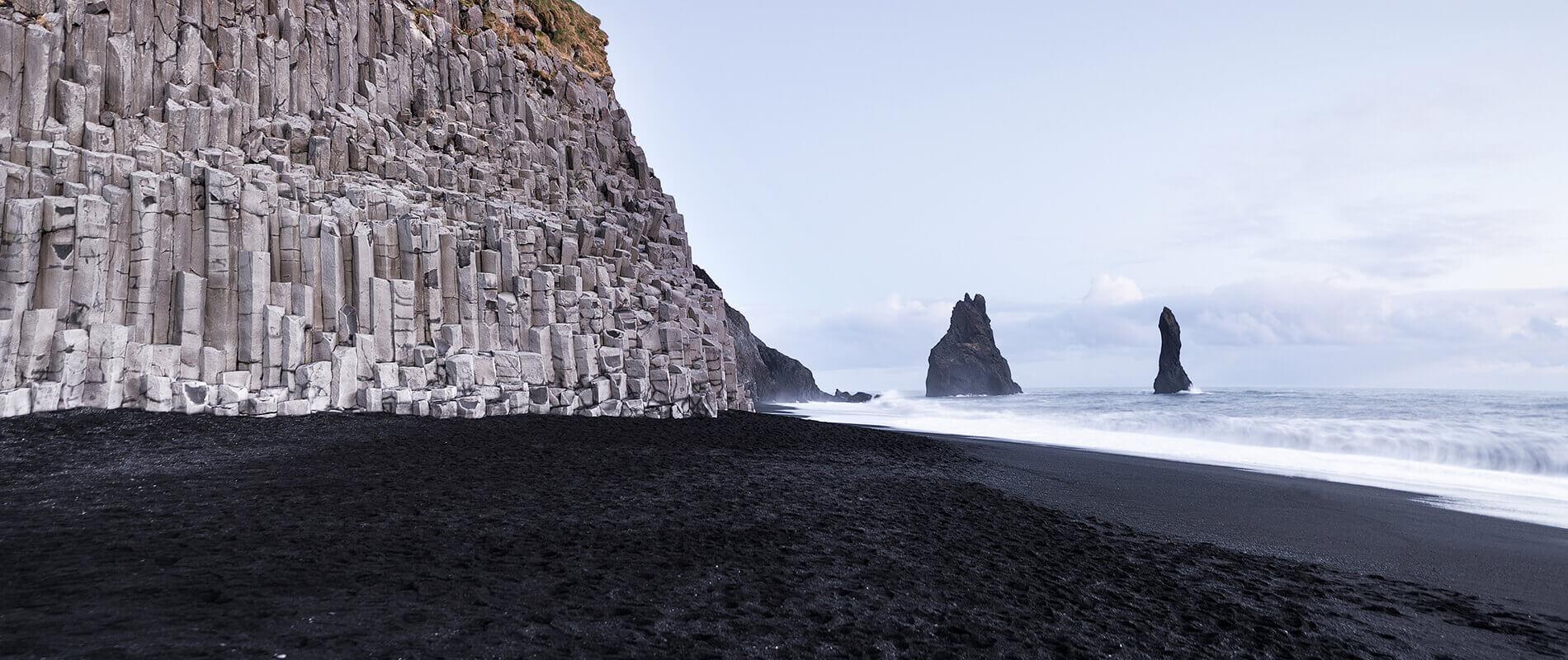 Reynisfjara, la spiaggia nera d'Islanda