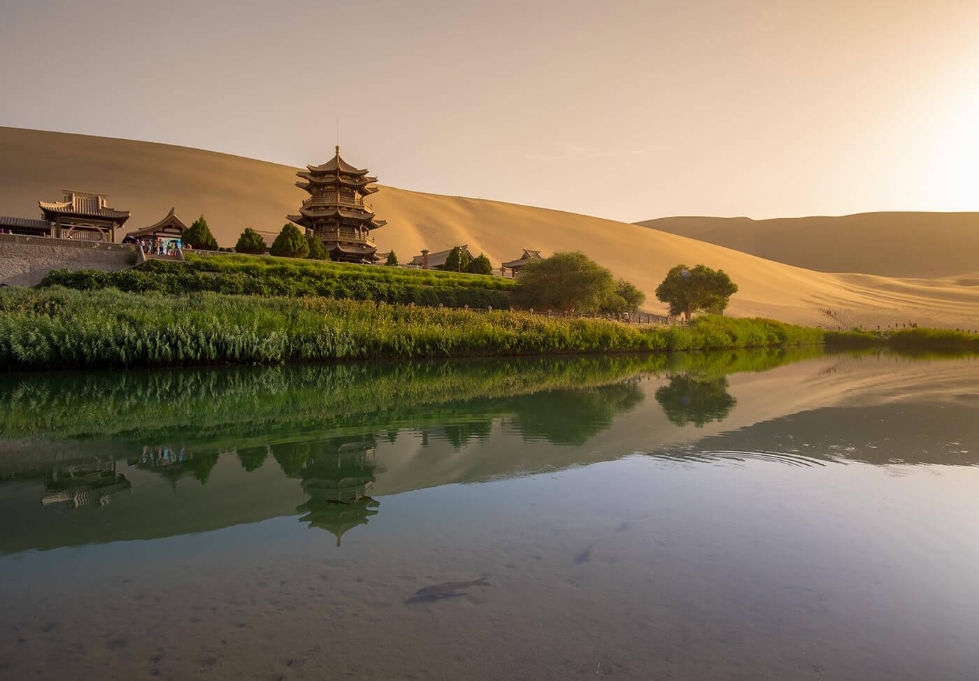 Crescent-Lake-Yueyaquan-Cina