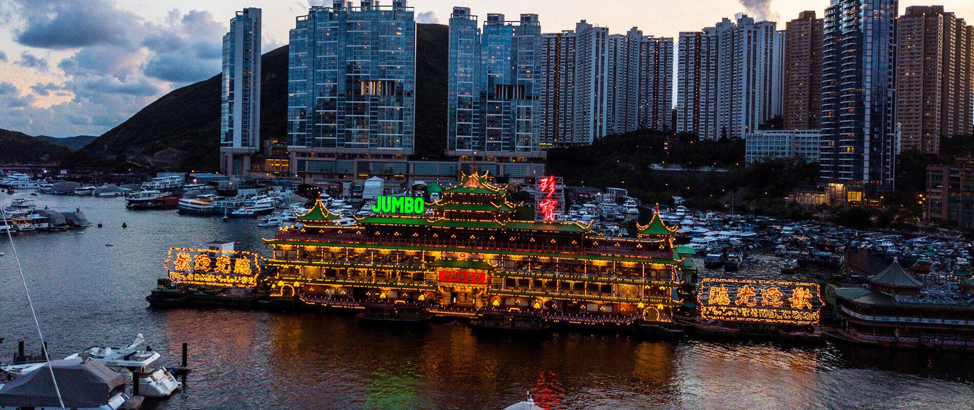 Jumbo Kingdom, il maestoso ristorante galleggiante di Hong Kong