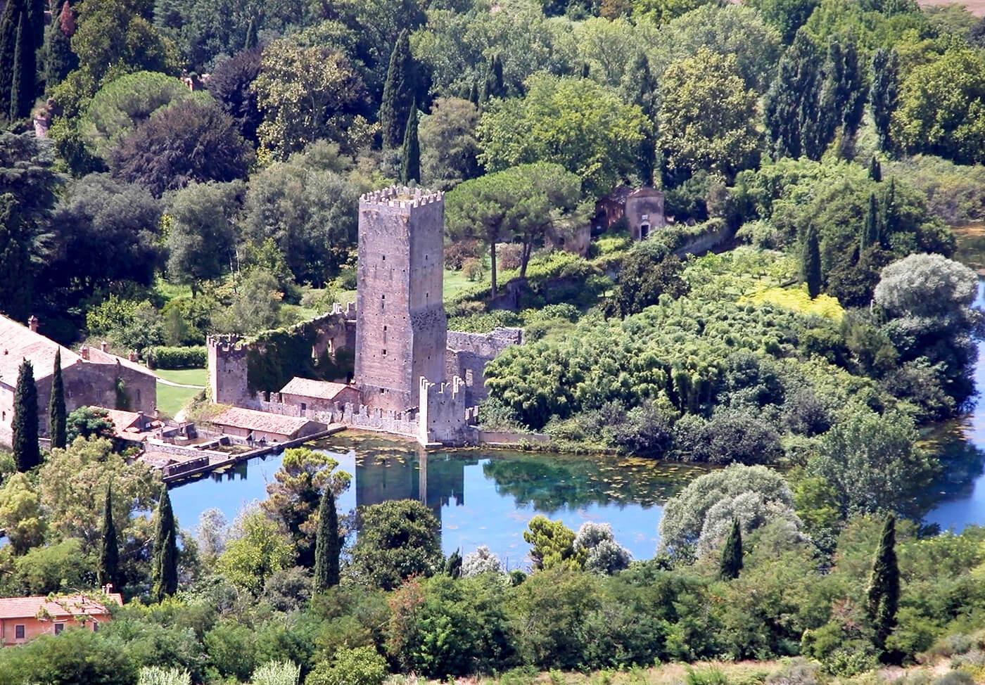 Giardini-di-Ninfa-Italia-5
