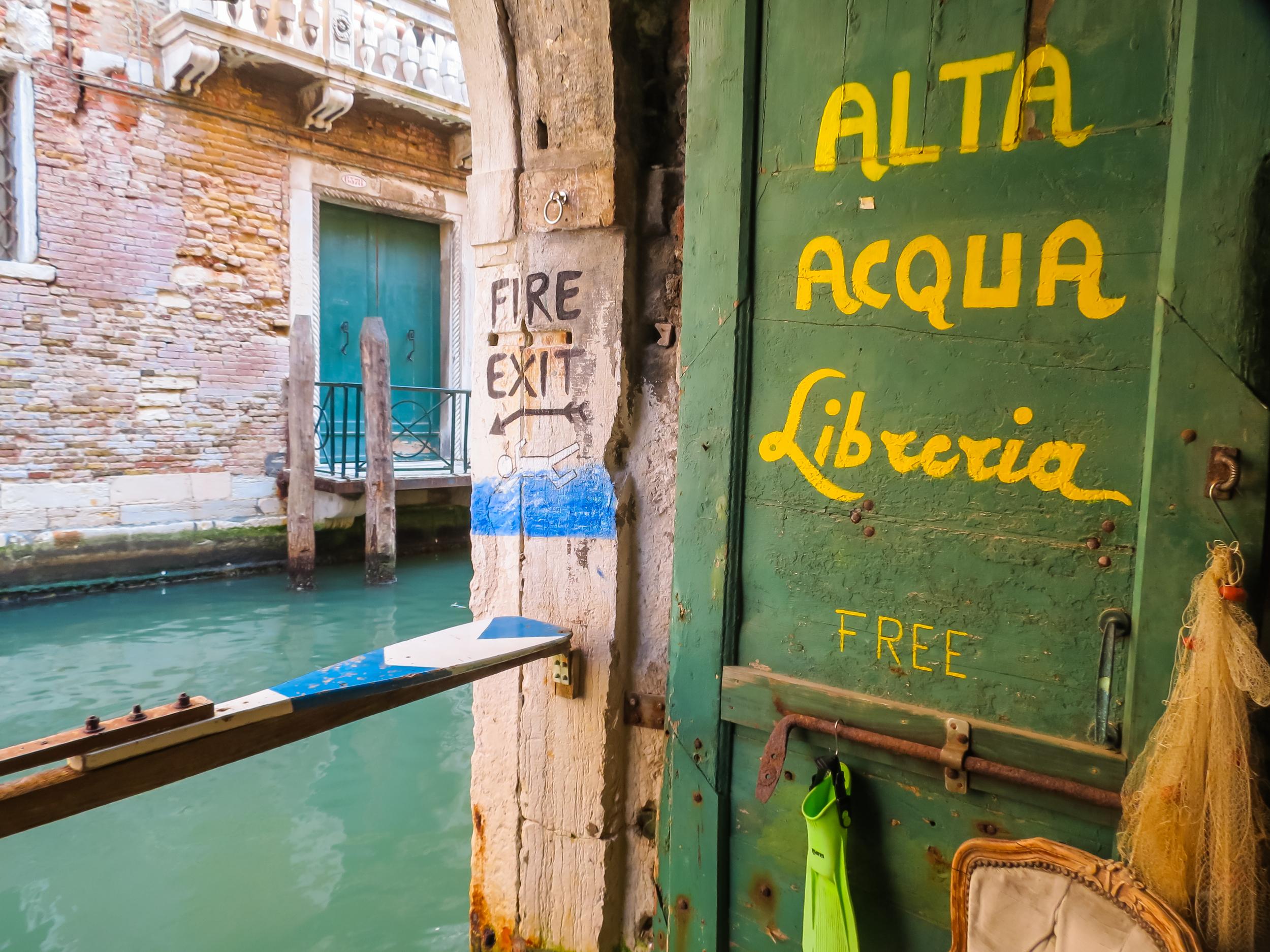 Libreria-Acqua-Alta-a-Venezia-1