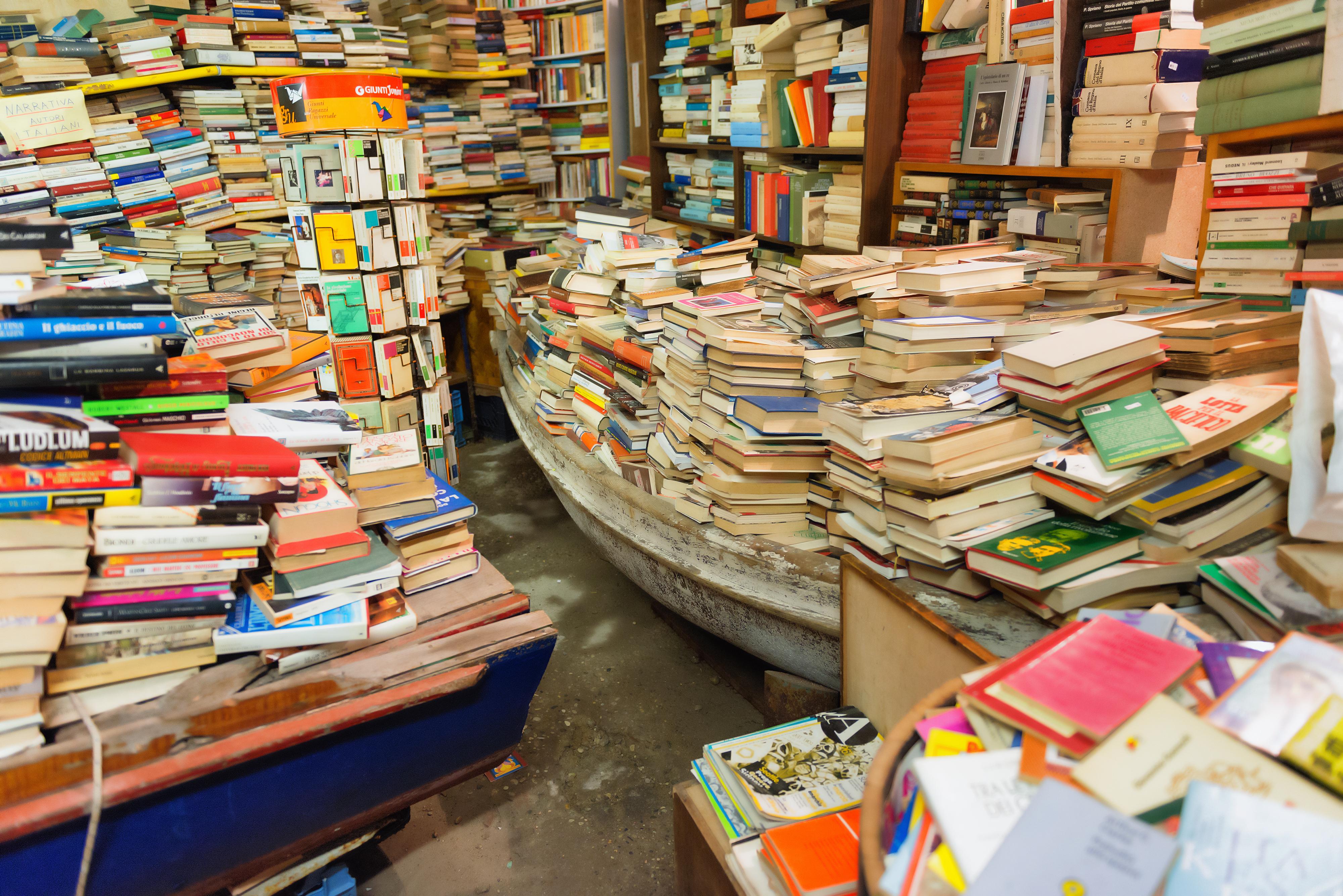Libreria-Acqua-Alta-a-Venezia-2