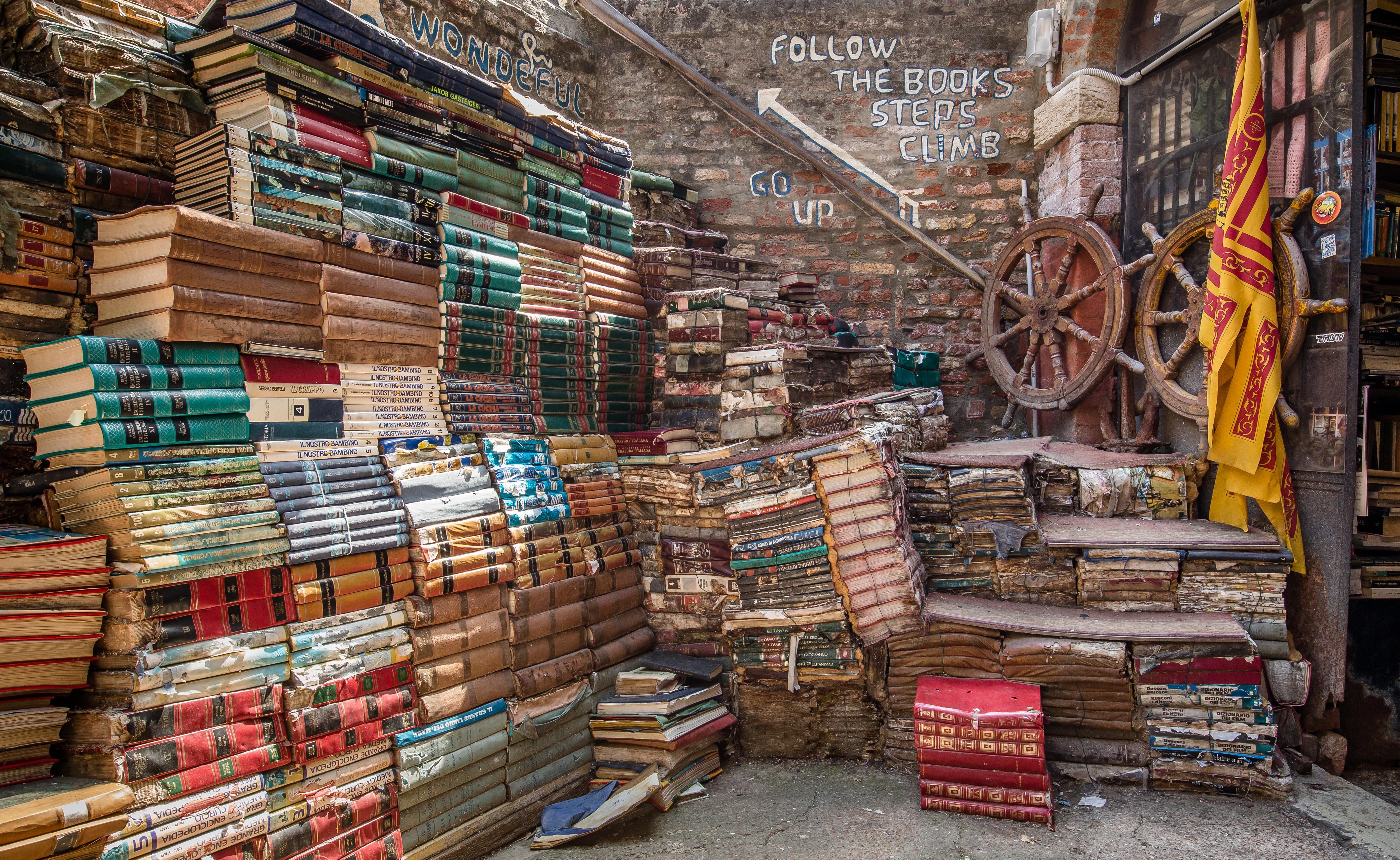 Libreria-Acqua-Alta-a-Venezia-3