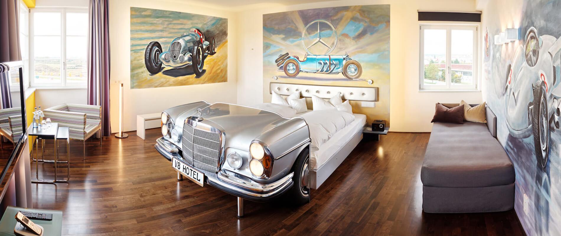 Il V8 Hotel Motorworld, la tappa ideale per gli appassionati d'auto