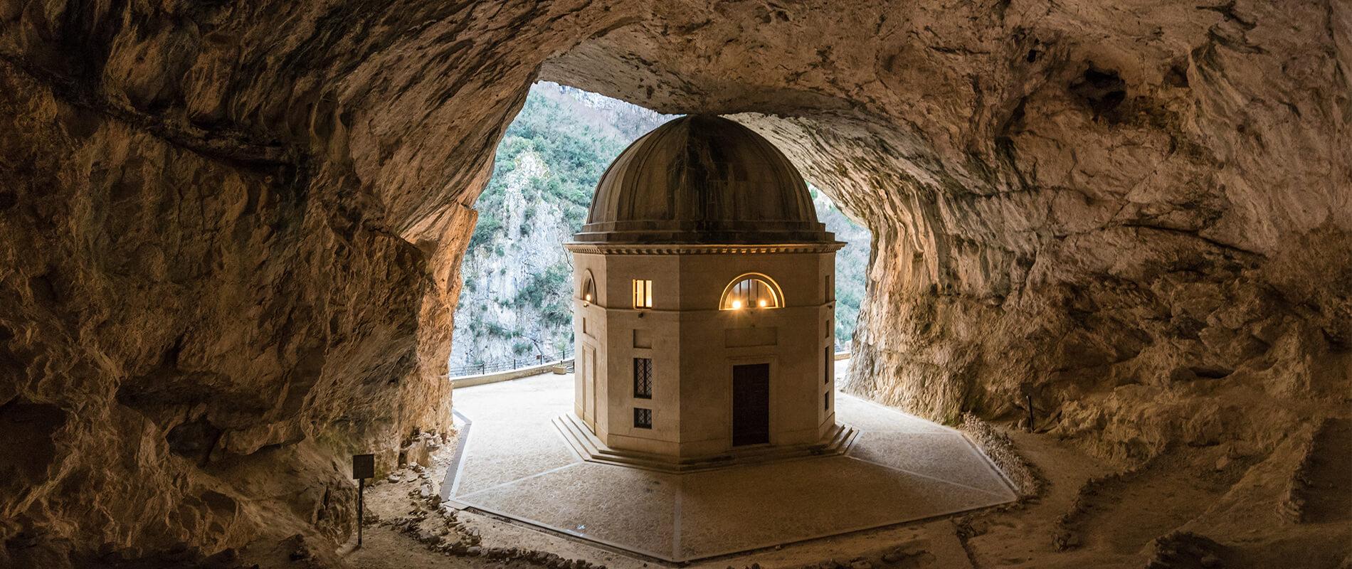Il Tempio del Valadier, il gioiello nascosto nella roccia