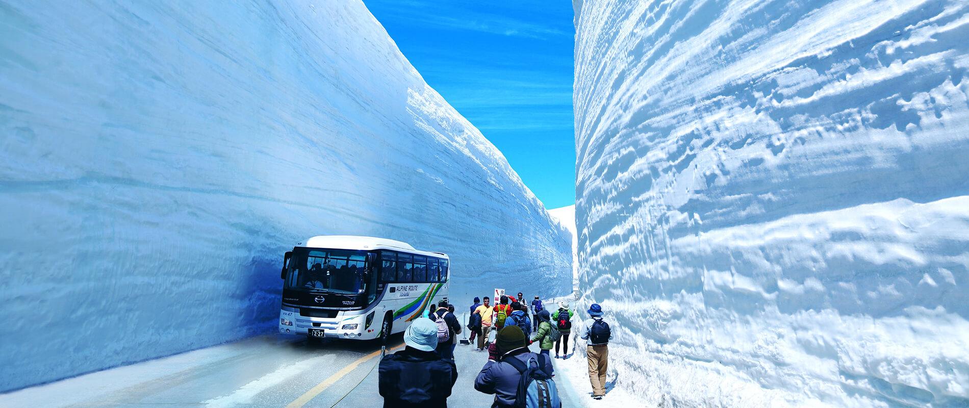 Tateyama Kurobe Alpine Route, la grande muraglia di neve
