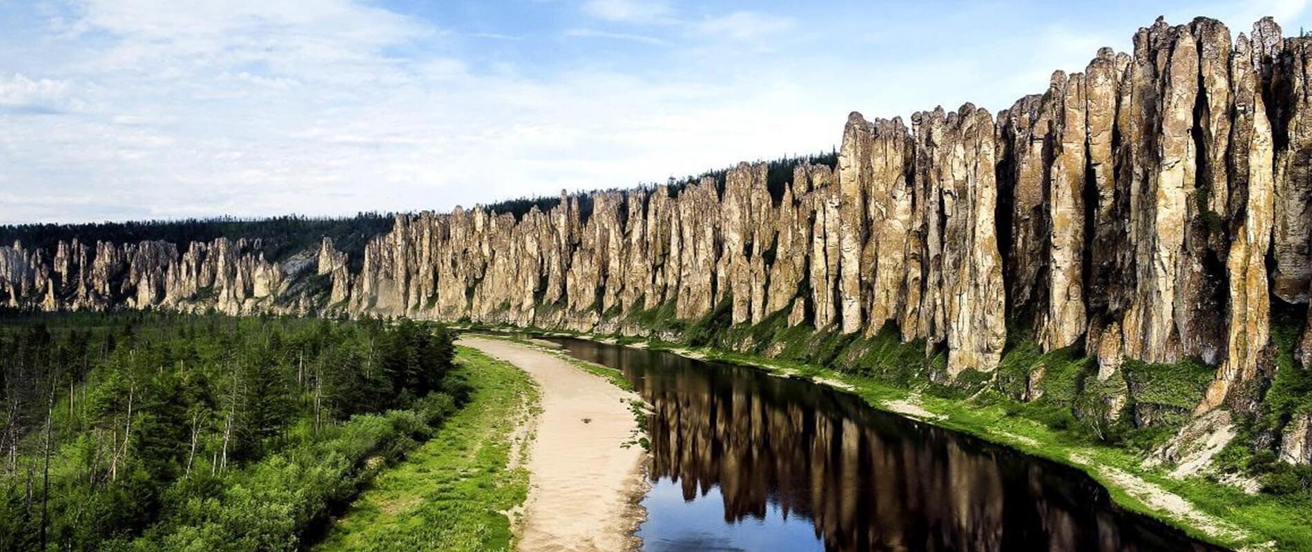 I Pilastri della Lena, l'imponente cresta calcarea della Siberia