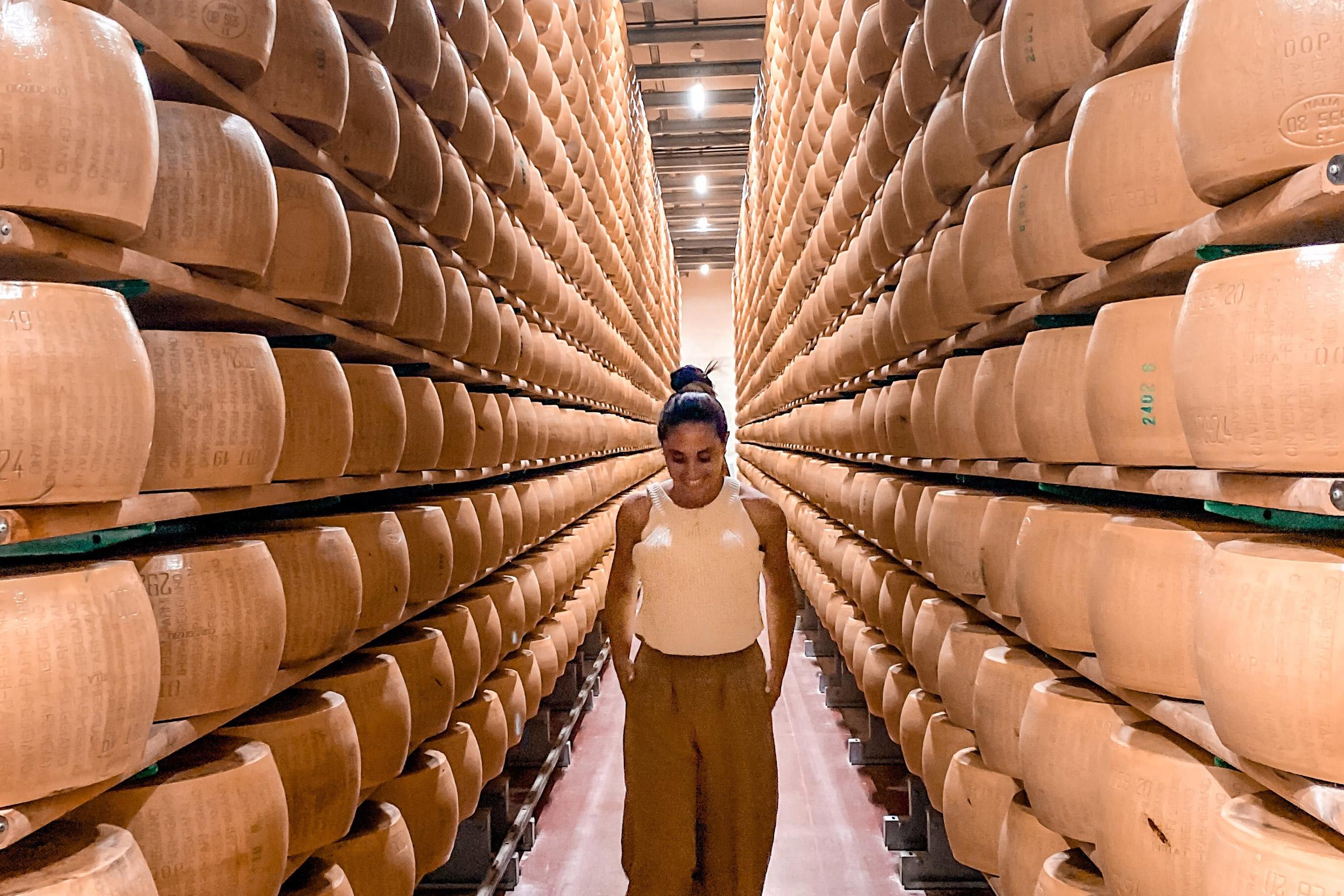 Modena alternativa: visita ad un'azienda di Parmigiano Reggiano