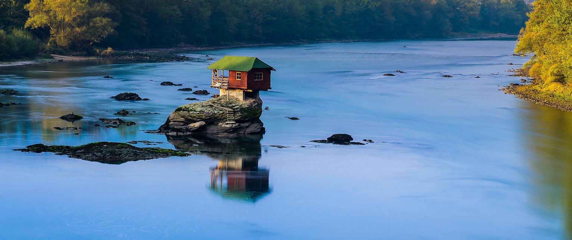 La casa sul fiume Drina, il rifugio più popolare della Serbia